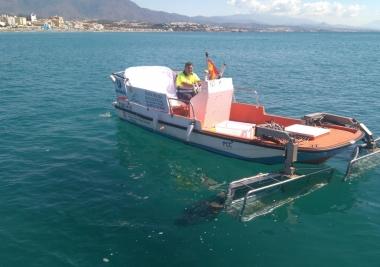 Los barcos de limpieza litoral de la Mancomunidad y ACOSOL han recogido más de dos mil kilos de residuos