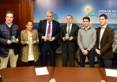 Marbella, Mijas y Torremolinos reciben sus banderas verdes de reciclaje por la sostenibilidad